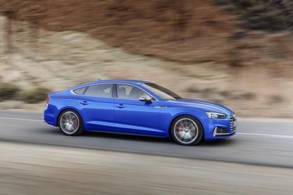 Audi S5 Sportback F5 Aussenansicht Seite schräg dynamisch blau