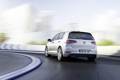 VW Golf 7 GTE Aussenansicht Heck schräg dynamisch weiss