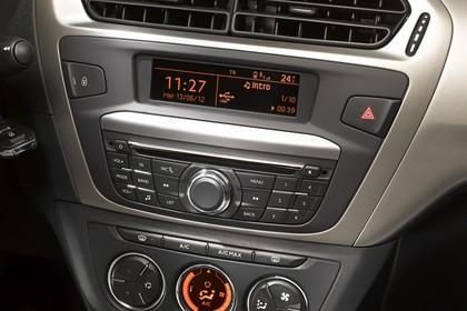 Citroën C-Elysee Innenansicht statisch Studio Detail Multimediasystem und Klimaanlage