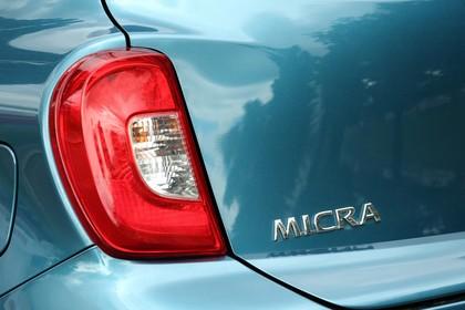Nissan Micra K13 Aussenansicht Heck Detail Rückleuchte links blau