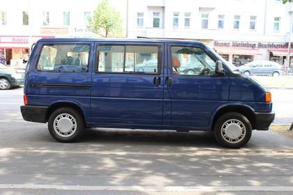 VW T4 Transporter Aussenansicht Seite statisch dunkelblau
