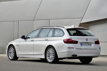 BMW 5er Touring F11 AussenansichtHeck schräg statisch weiss