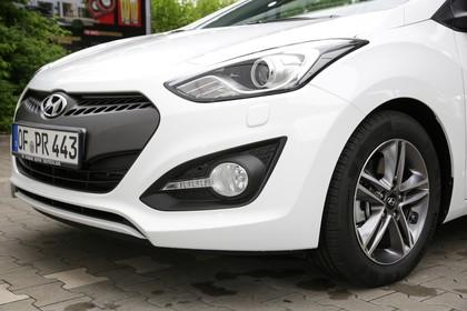 Hyundai i30 Coupe GD Aussenansicht Detail Front schräg statisch weiss