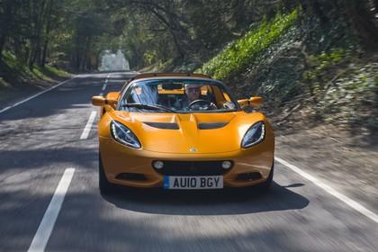 Lotus Elise 3 Aussenansicht Front schräg dynamisch orange
