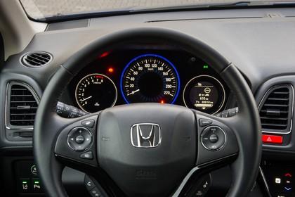 Honda HR-V RU Innenansicht statisch Detail Lenkrad und Tacho