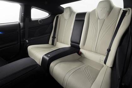 Lexus RC F X10 Innenansicht statisch Studio Rücksitze