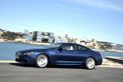BMW 6er Coupe F13 Aussenansicht Seite dynamisch blau
