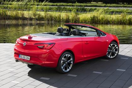 Opel Cascada Aussenansicht Heck schräg statisch rot