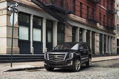 Cadillac Escalade GMTK2XL Aussenansicht Front schräg statisch braun