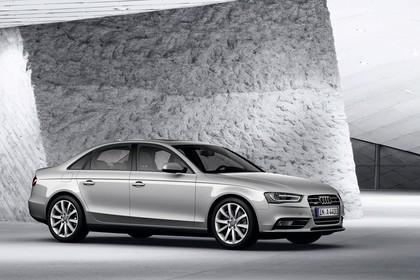 Audi A4 B8 Aussenansicht Seite schräg statisch silber