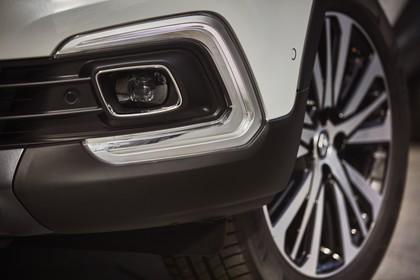 Renault Captur R Aussenansicht Front schräg statisch Detail LED Tagfahrlicht Felge vorne links weiss