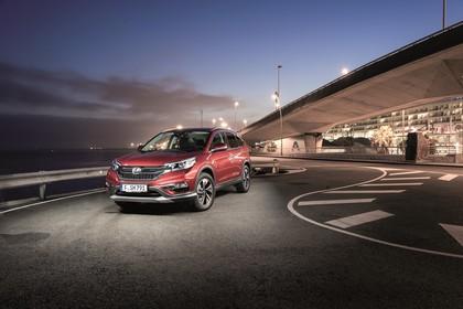 Honda CR-V RE Aussenansicht Front schräg statisch rot