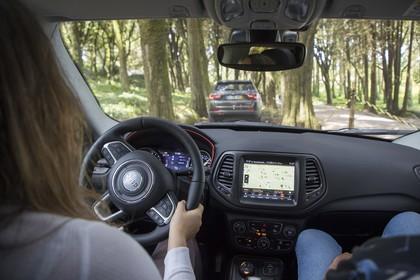Jeep Compass Innenansicht dynamisch Armaturenbrett