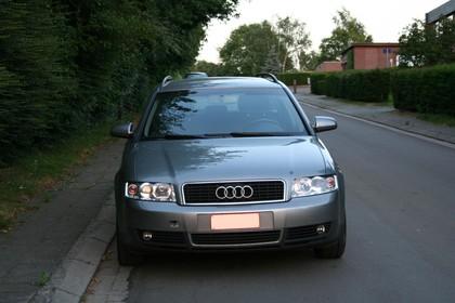 Audi A4 Avant B6 Aussenansicht Front statisch grau