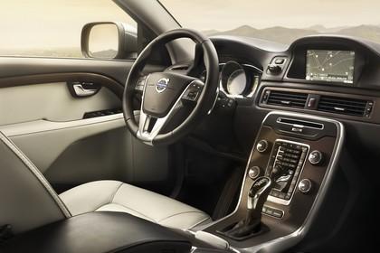 Volvo XC70 P24 Facelift Innenansicht statisch Vordersitze und Armaturenbrett beifahrerseitig