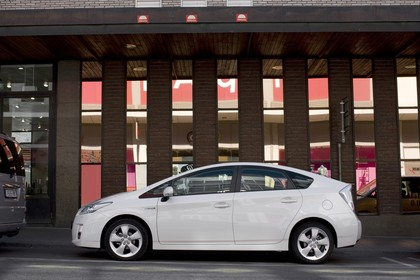 Toyota Prius ZVW30 Aussenansicht Seite statisch weiss