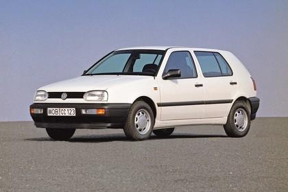 VW Golf 3 Aussenansicht Front schräg statisch weiss