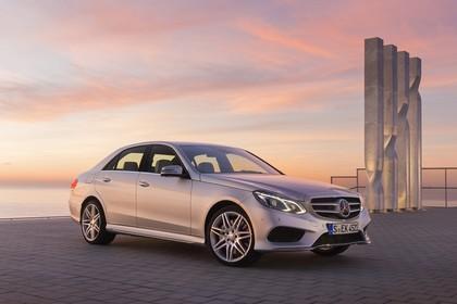 Mercedes E-Klasse W212 Aussenansicht Front schräg statisch silber