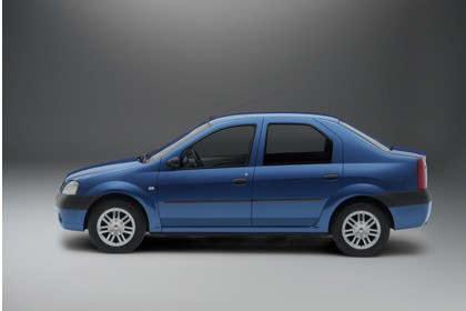 Dacia Logan Limousine Aussenansicht Seite Studio statisch blau