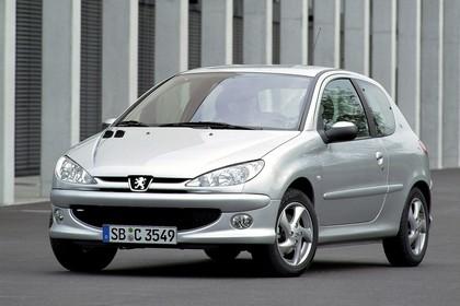 Peugeot 206 Dreitürer Aussenansicht Front schräg statisch silber