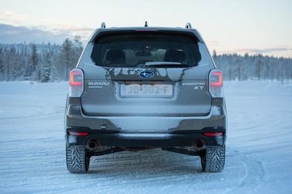 Subaru Forester IV SJ Aussenansicht Heck statisch braun