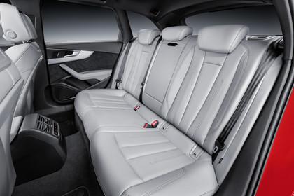 Audi A4 B9 Avant Innenansicht Rücksitzbank Studio statisch hellgrau