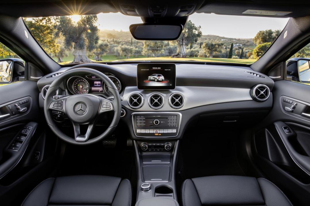 Mercedes Benz Gla X156 Innenansicht Zentral Statisch Schwarz