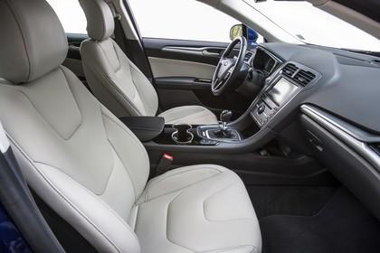 Ford Mondeo Turnier Mk5 Innenansicht Vordersitze und Armaturenbrett beifahrerseitig