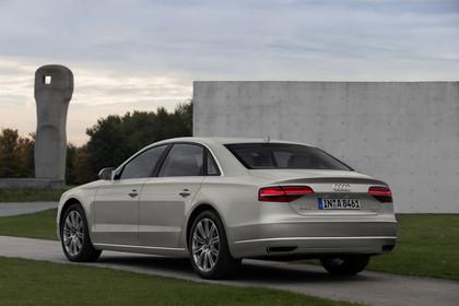 Audi A8 D4 Aussenansicht Heck schräg statisch silber