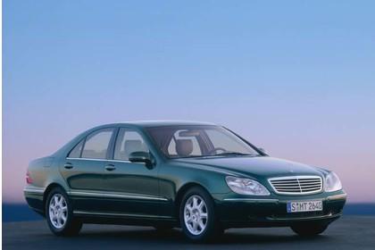 Mercedes S-Klasse W220 Aussenansicht Front schräg statisch grün
