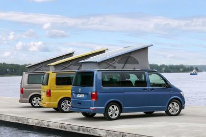 VW T6 California SG/SF Aussenansicht Heck schräg statisch braun gelb blau