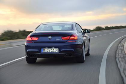 BMW 6er Coupe F13 Aussenansicht Heck dynamisch blau