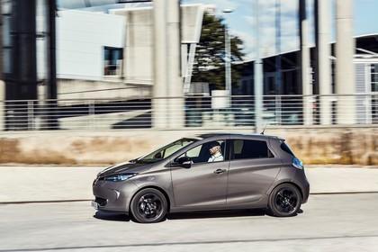 Renault ZOE Aussenansicht Seite dynamisch beige