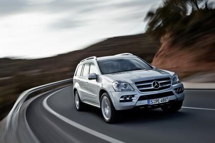 Mercedes Benz GL-Klasse Aussenansicht Front schräg dynamisch silber