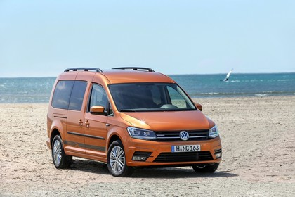 VW Caddy 4 Aussenansicht Front schräg statisch orange