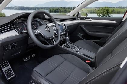 VW Passat B8 Alltrack Innenansicht Fahrerposition statisch schwarz