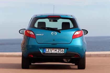 Mazda 2 Sport DE Aussenansicht Heck statisch blau