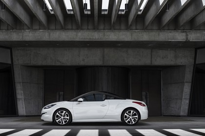 Peugeot RCZ Aussenansicht Seite statisch weiss