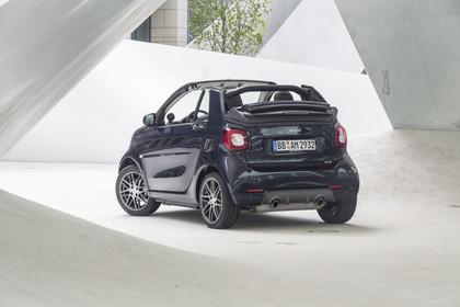 Smart Fortwo Cabrio 453 Aussenansicht Heck schräg statisch schwarz