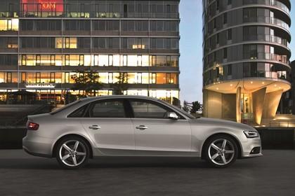 Audi A4 B8 Aussenansicht Seite statisch silber