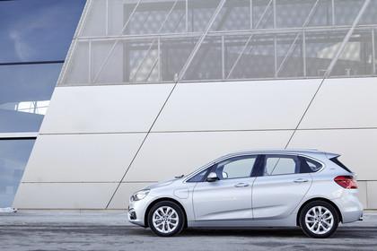 BMW 2er Active Tourer Aussenansicht Seite statisch silber