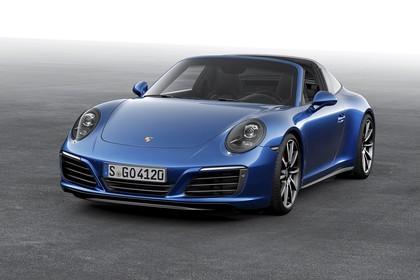 Porsche 911 Targa 4S 991.2 Aussenansicht Front schräg statisch Studio blau
