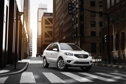 Renault Koleos Y Facelift Aussenansicht Front schräg dynamisch weiss