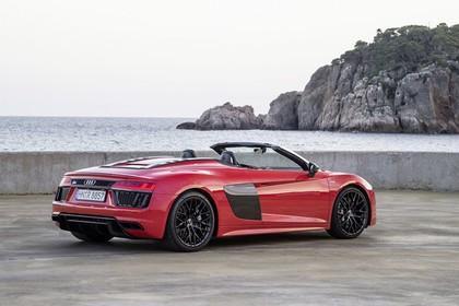 Audi R8 Spyder Aussenansicht Heck schräg statisch rot
