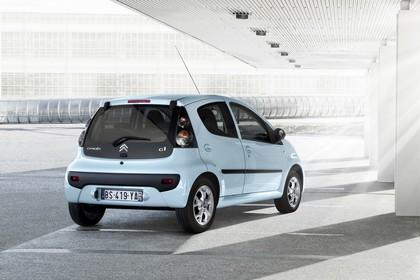 Citroën C1 Fünftürer P Facelift Aussenansicht Heck schräg statisch blau