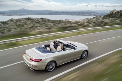 Mercedes-Benz E-Klasse Cabriolet A238 Aussenansicht Seite schräg erhöht dynamisch beige
