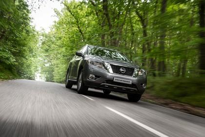 Nissan Pathfinder R51 Aussenansicht Front dynamisch grau
