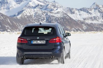 BMW 2er Active Tourer Aussenansicht Heck dynamisch  dunkelblau