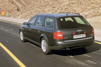 Audi A6 Avant C5 Aussenansicht Heck schräg dynamisch grau