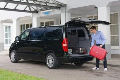 Hyundai H-1 Travel TQ Aussenansicht Heck schräg statisch schwarz